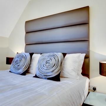 Quels éléments utilisés pour une tête de lit moderne